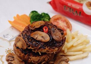 Steak mi jamur lada hitam